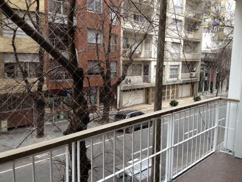 Balcon con red de proteccion hasta el piso